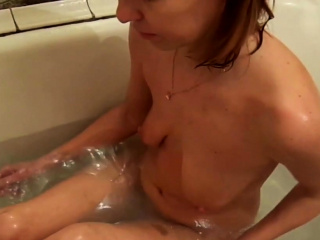 Having a bathtub and washing my super hot figure sexvideo