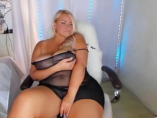 Handsome Russian plump camgirl flashes her gigantic baps sextube