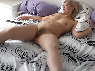Light-haired Hausfrau gefesselt und abgefingert! pornvideo