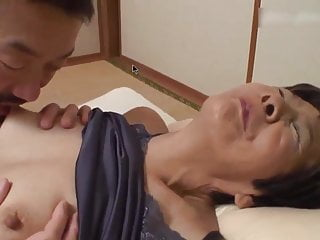 Chinese grannie F porn video