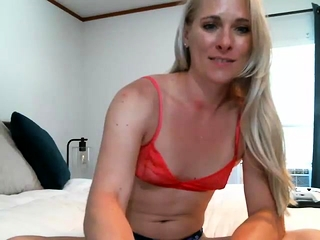 Mature blondie solo getting off porn tube
