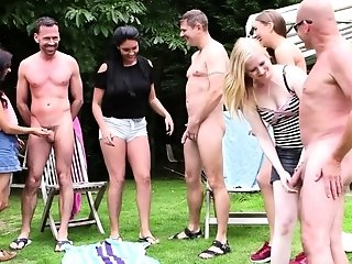 Clad dommes outdoors sexvideo