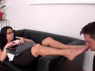 Bobby scent the soles of eva nera freeporn