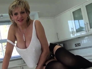 Unfaithful brit mummy gill ellis flaunts her immense p27cuV porn video